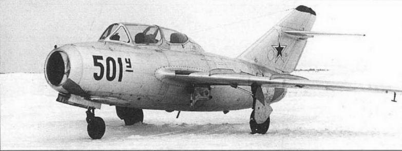 УТИ МиГ-15 №105001 с ОСП-48, самолет также оборудован СРО «Барий-М», антенна которого размещена в нижней части фюзеляжа.