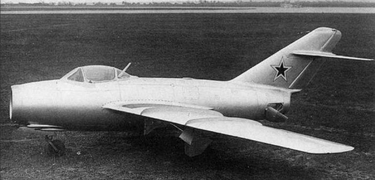 Третий опытный экземпляр истребителя МиГ-15 (С-3, С-03) с тормозными щитками. Общий вид самолета был утвержден А.И. Микояном 28 июня 1948 года.