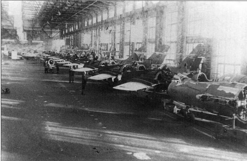 Самолеты МиГ-15бис на конвейере завода №153 им. Чкалова.