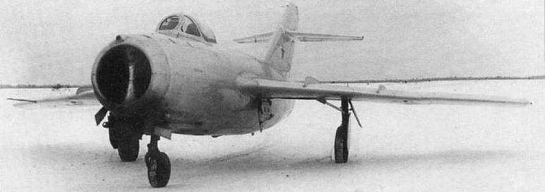 Истребители МиГ-15 №3810203 (вверху) и №3810510 производства завода №381