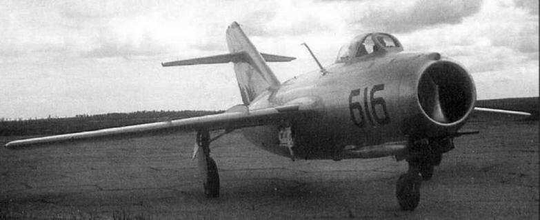 Истребитель МиГ-15 № 0615316. Самолеты 6-й серии завода № 153 имелись на вооружении полков 151 ГвИАД и 28 ИАД в ноябре 1950 г.