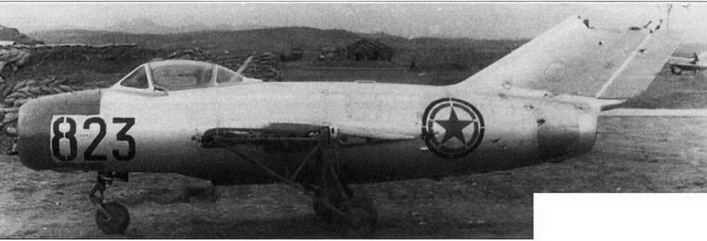 Истребитель МиГ-15 № 108023, поврежденный в бою 12.04.51 г. и расстыкованный для проведения ремонтно-восстановительных работ. Аэродром Аньдун, апрель 1951 г.