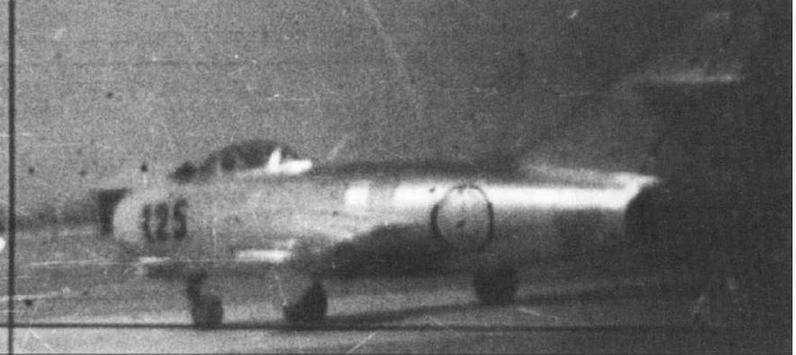 Истребитель МиГ-15 № 111025, летчик ст. лейтенант А.П.Гоголев, 2-я АЭ 176 ГвИАП 324 ИАД. Аэродром Аньдун, апрель 1951 г.