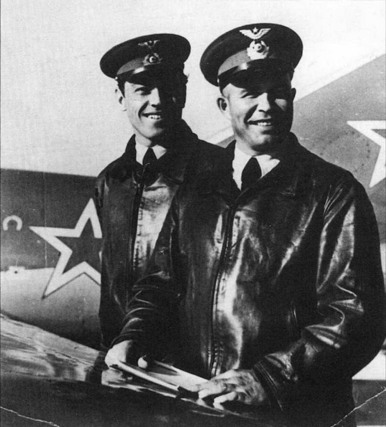 На переднем плане ас №1 корейской войны Е.Г. Пепеляев. Аэродром Кубинка, 1950 г.