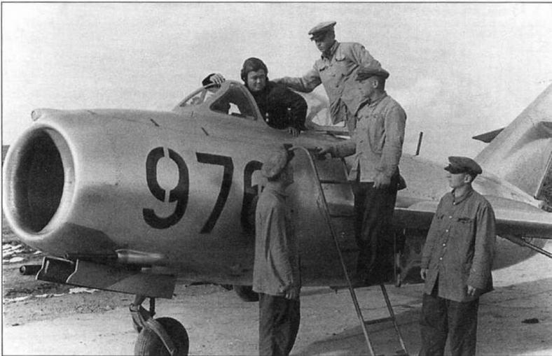 Истребитель МиГ-15бис № 2915376 из 351 -го ИАП. Аэродром Аньдун, осень 1952 г.