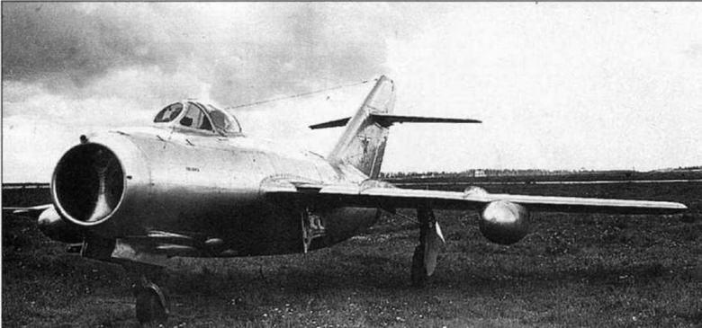 Истребитель МиГ-15 №101003 (СВ) с внесенными конструктивными улучшениями на контрольных испытаниях в ГК НИИ ВВС.