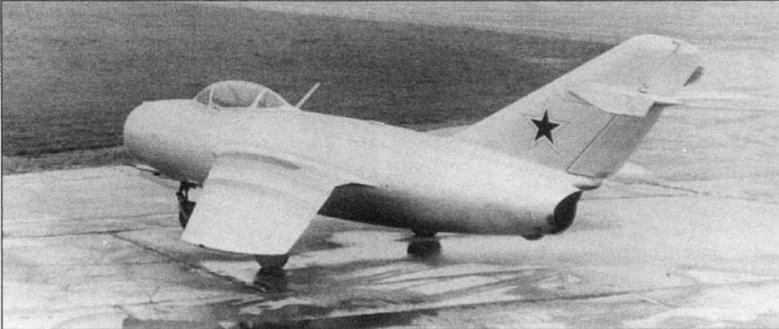 Опытный экземпляр МиГ-15 №1050015 с двигателем ВК-1 на заводских испытаниях. Общий вид самолета был утвержден А.И. Микояном 5 июля 1949 года.