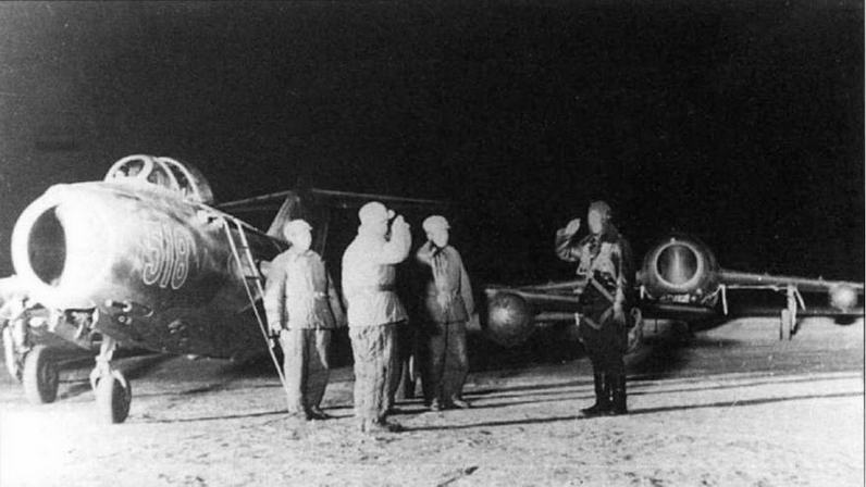 Истребители МиГ-1 5бис Объединенной Воздушной Армии.