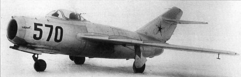Самолеты МиГ-15 и МиГ-15бис, воевавшие в составе 64 ИАК.
