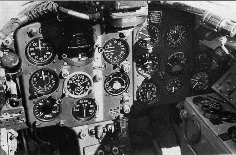 Приборная доска истребителя МиГ-15бис №125088 с нанесенной белой полосой.