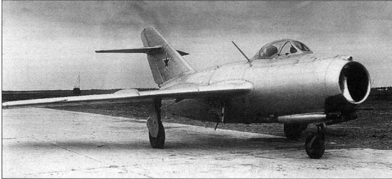 Самолет МиГ-15 №3810102 с ВК-1, оснащенный аппаратурой слепого расчета на посадку по приборам ОСП-48, УКВ радиостанцией РСИУ-3 и системой госопознавания «Барий-М».