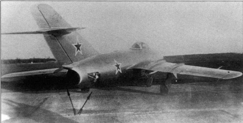 МиГ-15 №3810203 с РД-45Ф, на котором летчик-испытатель А.М.Тютерев во время исследований в ЛИИ поведения серийных самолетов на числах М >0,92 достиг на пикировании скорости М = 1,01 на высоте 11750 м. Самолет оборудован ПВД типа ЛИИ.