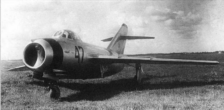МиГ-15бис № 53210347 во время специальных летных исследований по определению пилотажных особенностей самолета.