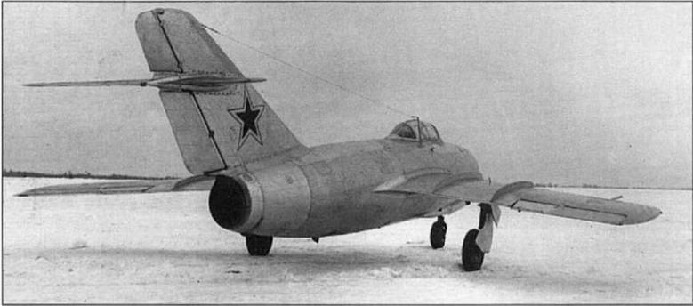 Первый опытный экземпляр МиГ-15 на заводских испытаниях, декабрь 1947 г.