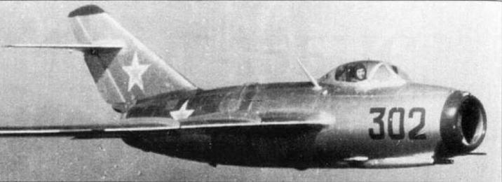 Для обеспечения летчика необходимым количеством кислорода в условиях высотного полета самолет МиГ-15 оснащался кислородным прибором КП-14 и съемным парашютным прибором КП-15.