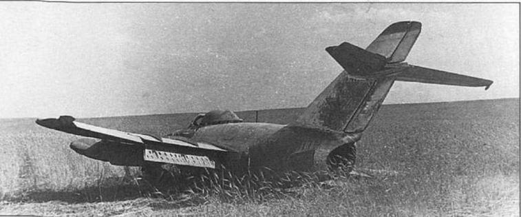 Аварийная посадка МиГ-15бис из 39 ГвИАП, г. Васильков, 1953 г. (архив С. Попсуевича).