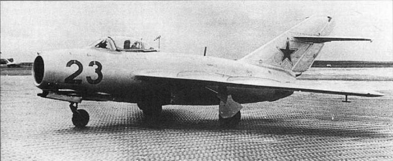 Истребитель МиГ-15бис, оборудованный УКВ радиостанцией РСИУ-3 и СРО «Барий-М».