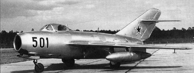 МиГ-15бис №135001 с 400-литровыми унифицированными ПТБ. 1954 г.
