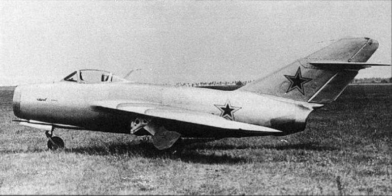 Переоборудованный в самолет-разведчик МиГ-15бис №53210120 (CP) на государственных испытаниях в ГК НИИ ВВС.