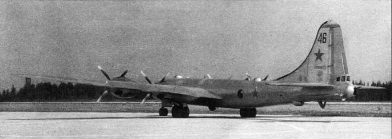 Самолеты МиГ-15бис №53210408 (вверху) и Ту-4 №221001 на государственных испытаниях системы «Бурлаки» в ГК НИИ ВВС.