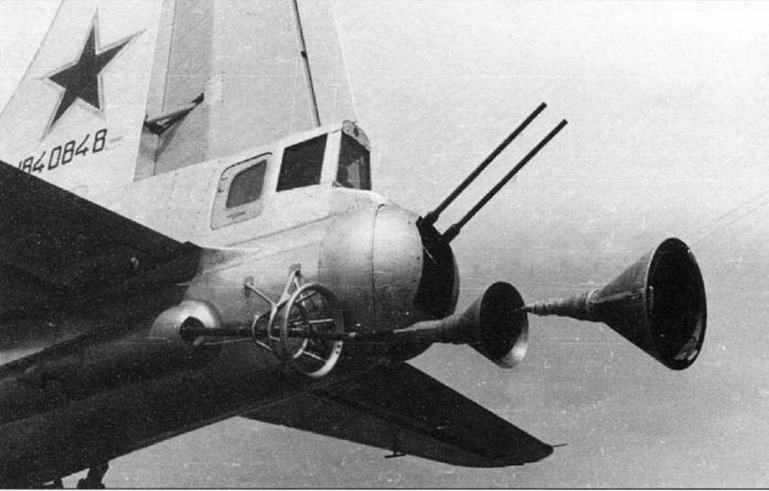 Бомбардировщик Ту-4 № 1840848, оборудованный в дополнение к прибору автосцепки системой дозаправки топливом в полете.