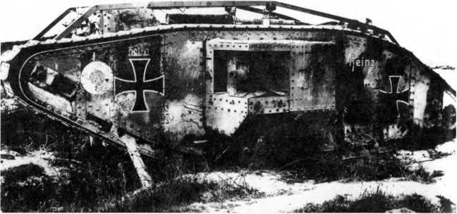 Трофейный британский танк Mk IV «самец» (Beutepanzerwagen IV) в составе танковых сил рейхсвера. Танк перевооружен 57-мм пушками «Максим-Норденфельд», несет деформирующую пятнистую камуфляжную окраску, большие «железные кресты» и имя «Хайнц».