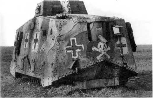 Танк A7V №540 из состава 1 — го «штурмового отделения», оставленный в районе Камбрэ, октябрь 1918г. Танк с корпусом «Рёхлинг» первого заказа, несет последний вариант камуфляжной окраски и прямые («греческие») кресты.