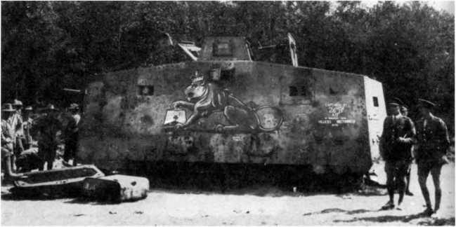 Австралийские солдаты и английские офицеры осматривают трофейный танк №506 «Мефисто».