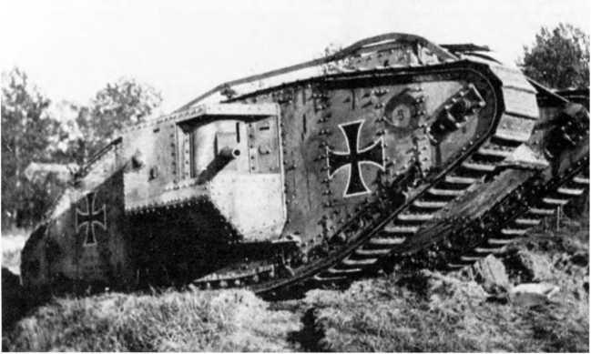 Трофейный британский Mk IV (Beutepanzerwagen IV), перевооруженный 57-мм пушками «Максим-Норденфельд», на службе в германском танковом «штурмовом отделении» (Beutepanzer-kampfwagen Abteilung).