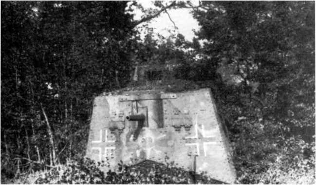 Танк A7V №501 на съемках учебного фильма в октябре 1918г. Обратим внимание на форму прямых крестов.