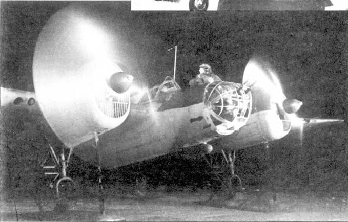 СБ-2М-100А отправляется в ночной вылет, Юго-Западный фронт, март 1942 года. Самолет оснащен лыжным шасси.