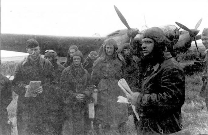 Перед налетом на Плоешти (Румыния). Летный состав Н-ского полка у СБ. Южный фронт, лето 1941г.