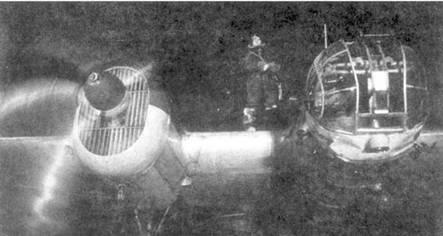 СБ перед ночным вылетом. 10-й гвардейский БАП, зима 1942г. На крыле — старший сержант В.С.Ефремов