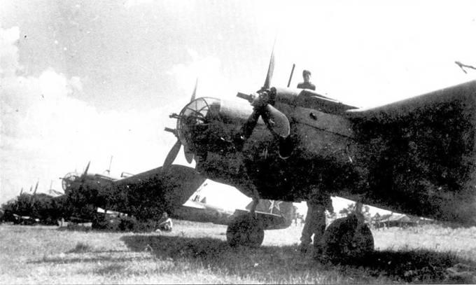 Один из последних полков, оснащенных СБ-2 участвовал в параде победы в августе 1945 года.