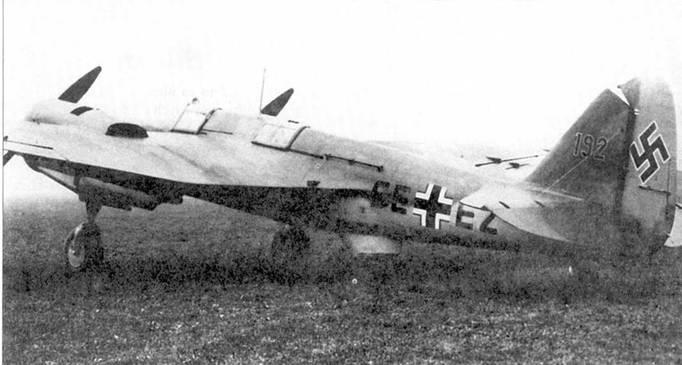 Четыре снимки Avia В.71, переделанного немцами в <a href='https://arsenal-info.ru/b/book/108010072/27' target='_self'>учебный самолет</a>. На одном из снимков изображен самолет в варианте «В», отличавшийся от стандартного перенесенной вперед кабиной стрелка, а вместо нижней огневой точки установлена лебедка. Бортовой код (Stammkennzeichen) SE+EZ.