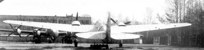 Реставрированный СБ-2М 100А на открытой экспозиции авиационного музея Монино.