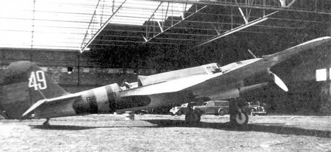 СБ (код ВК 13, на киле белая цифра «49»), аэродром Севилья.