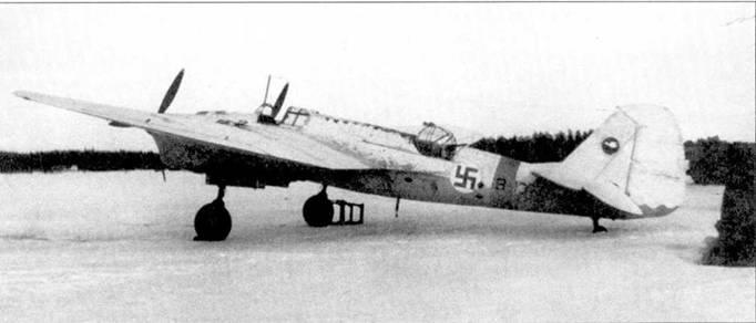 Финский SB-13 в зимнем камуфляже, зима 1942/43г.г. Самолет прибыл в Финляндию 5 ноября 1941 года и после ремонта 15 августа 1942 года был направлен в состав 2/LeLv 6, где служил до 25 июля 1944 года, когда разбился в аварии.