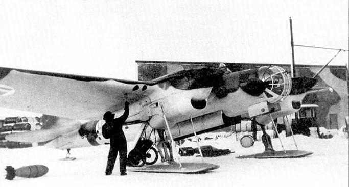 СБ-2, обозначаемый как VP-2 — одна из машин, захваченных финнами в ходе зимней компании. Самолет оснащен лыжным шасси. Снимок сделан незадолго перед последним вылетом бомбардировщика. Самолет лепки в составе Er.LeLv (с 12 марта 1941 года), затем в 2/LeLv 6. 6 апреля 1942 года самолет при взлете врезался в деревья и разбился.
