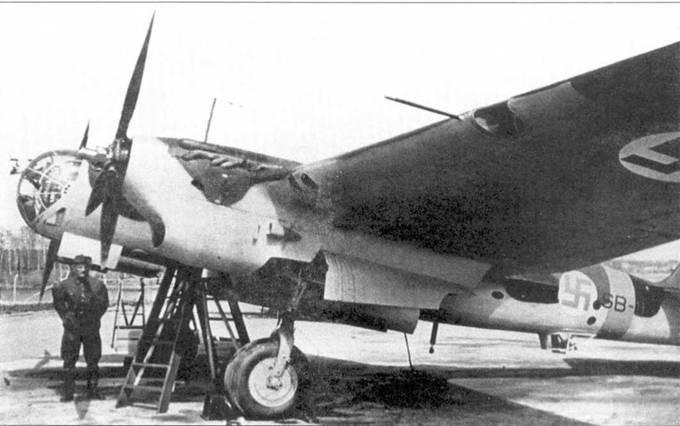 Финский СБ-2 номер SB-11 из 2/LeLv 6. Типичный камуфляж в виде пятен черного и темно-зеленого цвети на верхней стороне. Нижний камуфляж светло-серого цвета. Снимок сделан в Мальме, 1942 год.