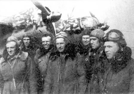 Персонал 150-го БАП на фронте, лето 1941. СБ имел камуфляж использовавшийся в боях в Монголии.