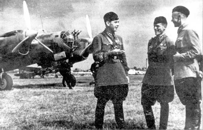Летчики Н-ского полка перед тренировочными полетами, лето 1940г.