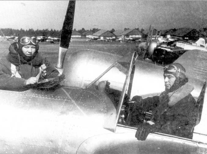 Штурман и командир СБ перед тренировочным полетом. Один из авиаполков Западного военного округа, 1940г.