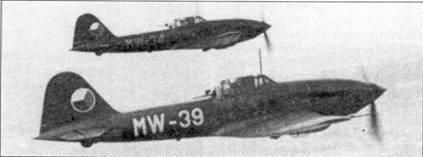 Пара чехословацких Avia B-33. В отличии от обычной в странах Варшавского Договора практики нанесения опознавательных знаков, при которой они не наносились на верхние части крыльев, чешские Б-33 имели их в этом месте. Тактический код на фюзеляже — белого цвета.