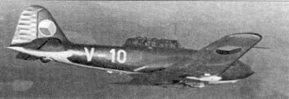 Этот чешский учебный СБ-33 принадлежал Авиационному Исследовательскому институту, несет институтский код — V-10 (белого цвета) на фюзеляже.