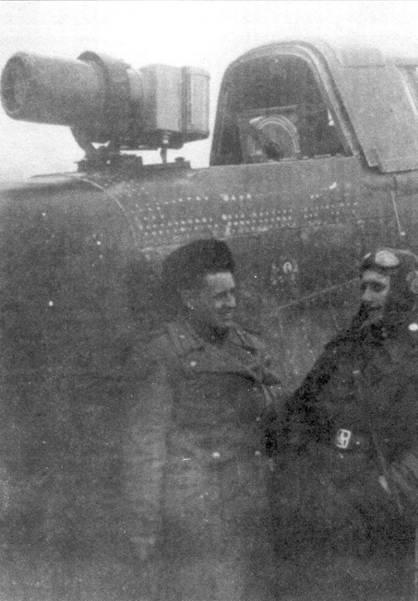 Ил-2 КР служили воздушными наблюдательными постами для корректировки огня артиллерии на фронте. Фотокамера АФА -1 занимала место крупнокалиберного пулемета УБТ в задней кабине стрелка. Радиостанция РСИ-бис, обычно используемая на бомбардировщиках, применялась для связи между Ил-2 КР и наземным командованием. Антенна была перенесена на передний переплет фонаря.