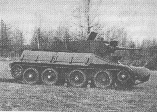Опытный колёсно-гусеничный танк БТ-5ИС с наклонной бортовой бронёй