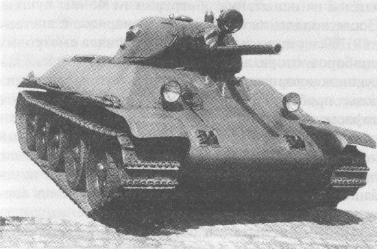 Первый опытный образец танка А-34. Обращает на себя внимание гнутый лобовой лист корпуса, отсутствовавший на серийных машинах
