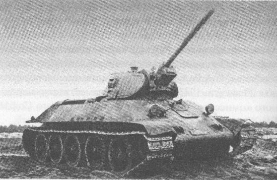 Танк Т-34 с 76-мм пушкой Ф-34 во время испытаний на Гороховецком полигоне. Ноябрь 1940 года