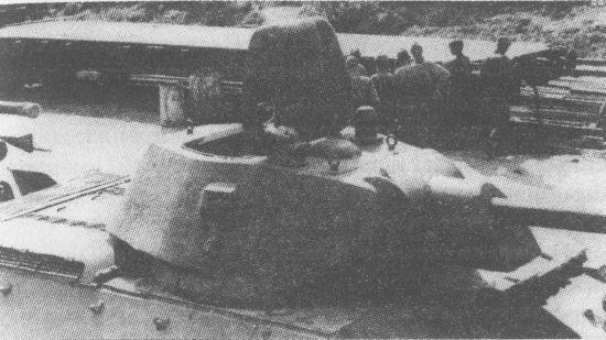 Т-34 производства СТЗ с литой башней, изготовленной на заводе № 264. Лето 1942 года. Справа от колпака вентилятора виден перископический смотровой прибор заряжающего, заимствованный у танка Т-60